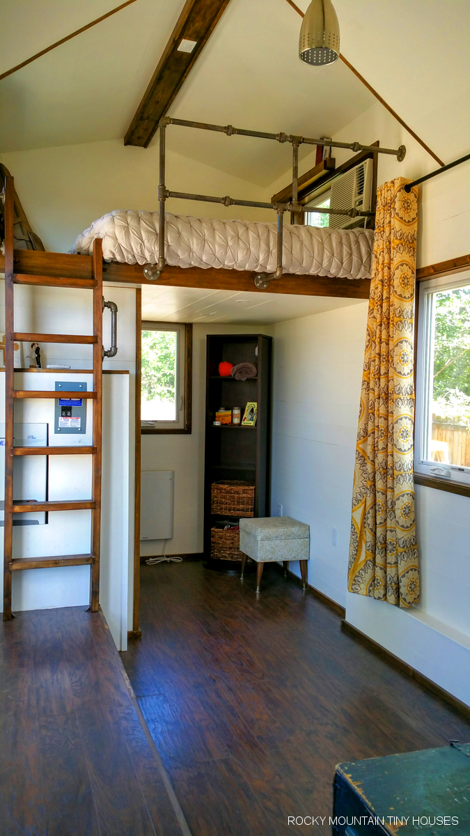 Small House Living Room: Rocky Mountain Tiny Houses