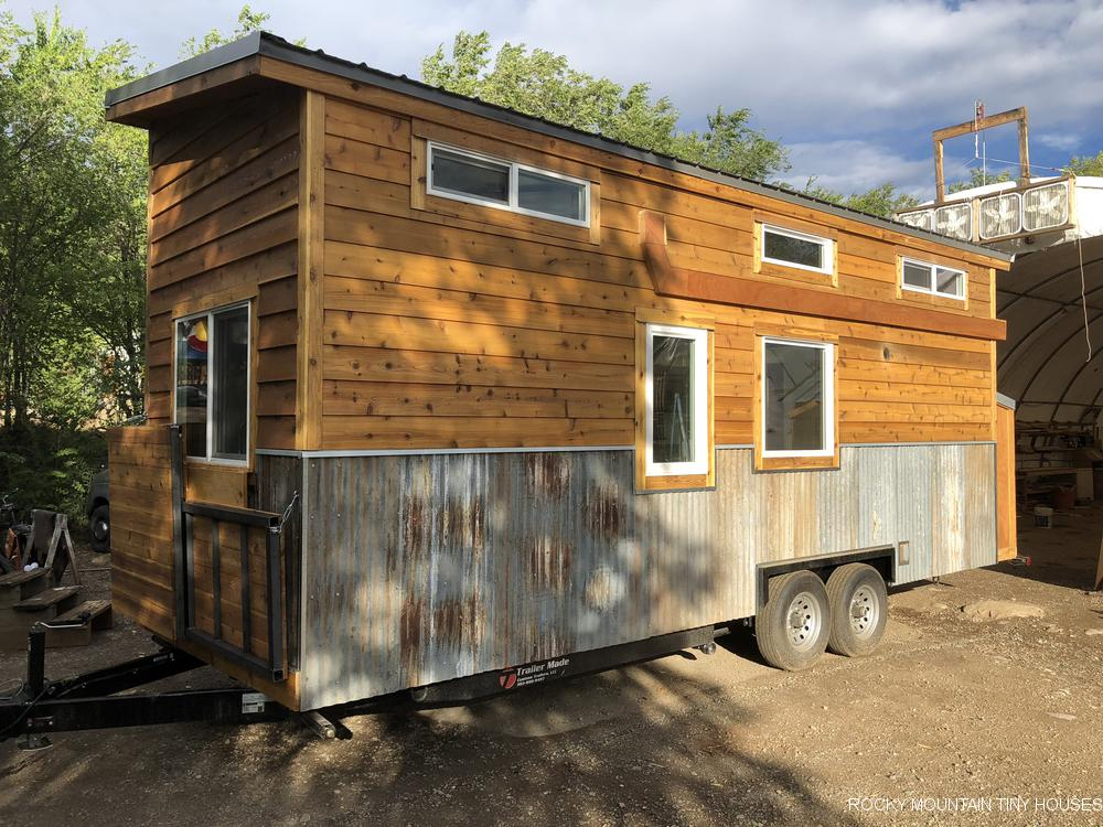 This house sits on a sturdy Trailer